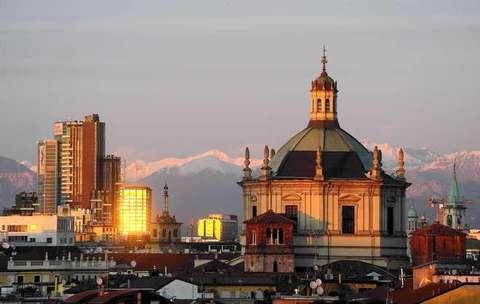 PANORAMICHE DI SERA CON TRAMONTO A MILANO